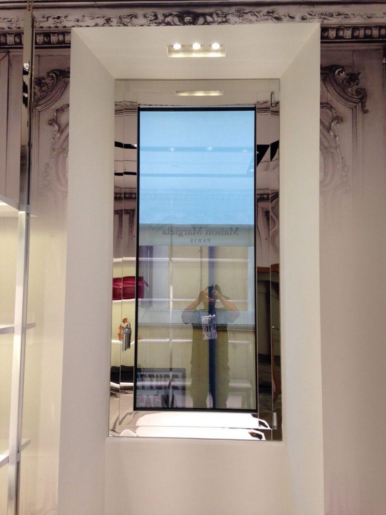 vetrina-negozio-via-del-babbuino-2