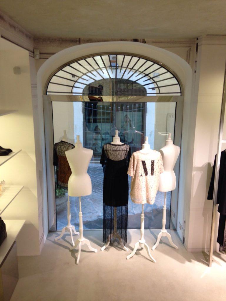 vetrina-negozio-via-del-babbuino-4