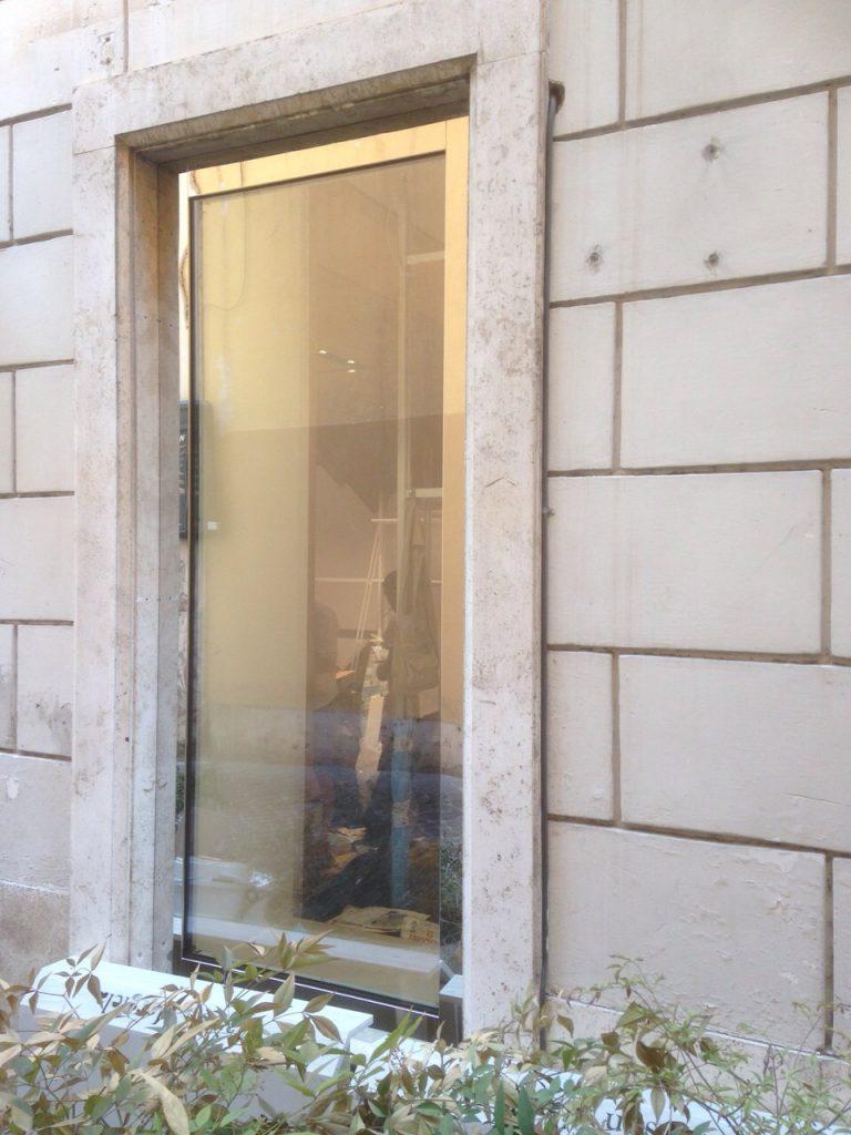 vetrina-negozio-via-del-babbuino-6