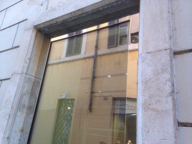 vetrina-negozio-via-del-babbuino-7